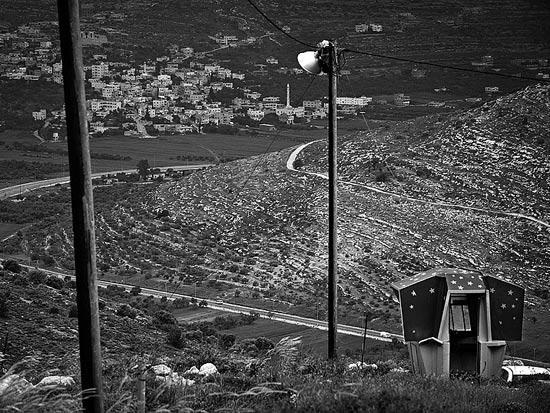 ביתן נטוש משקיף מעלי לעבר הכפר לובן א שרקיה / צלם: אדוארד קפרוב